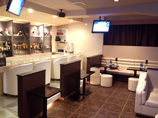 Lounge AZULのアルバイト情報