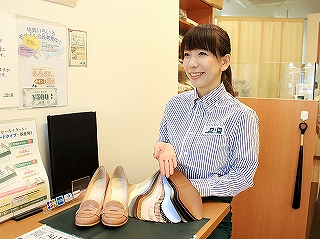 靴専科 鎌倉店のアルバイト情報